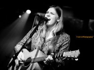 Hanne Kah, Konzertfotografie, Live Musik, Schwarz/weiß Fotografie, Colos-Saal, Aschaffenburg